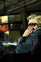 Mujer en el bus